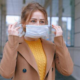 Маски медицинские одноразовые трёхслойные «Дышащие» голубого цвета в фирменной розничной упаковке